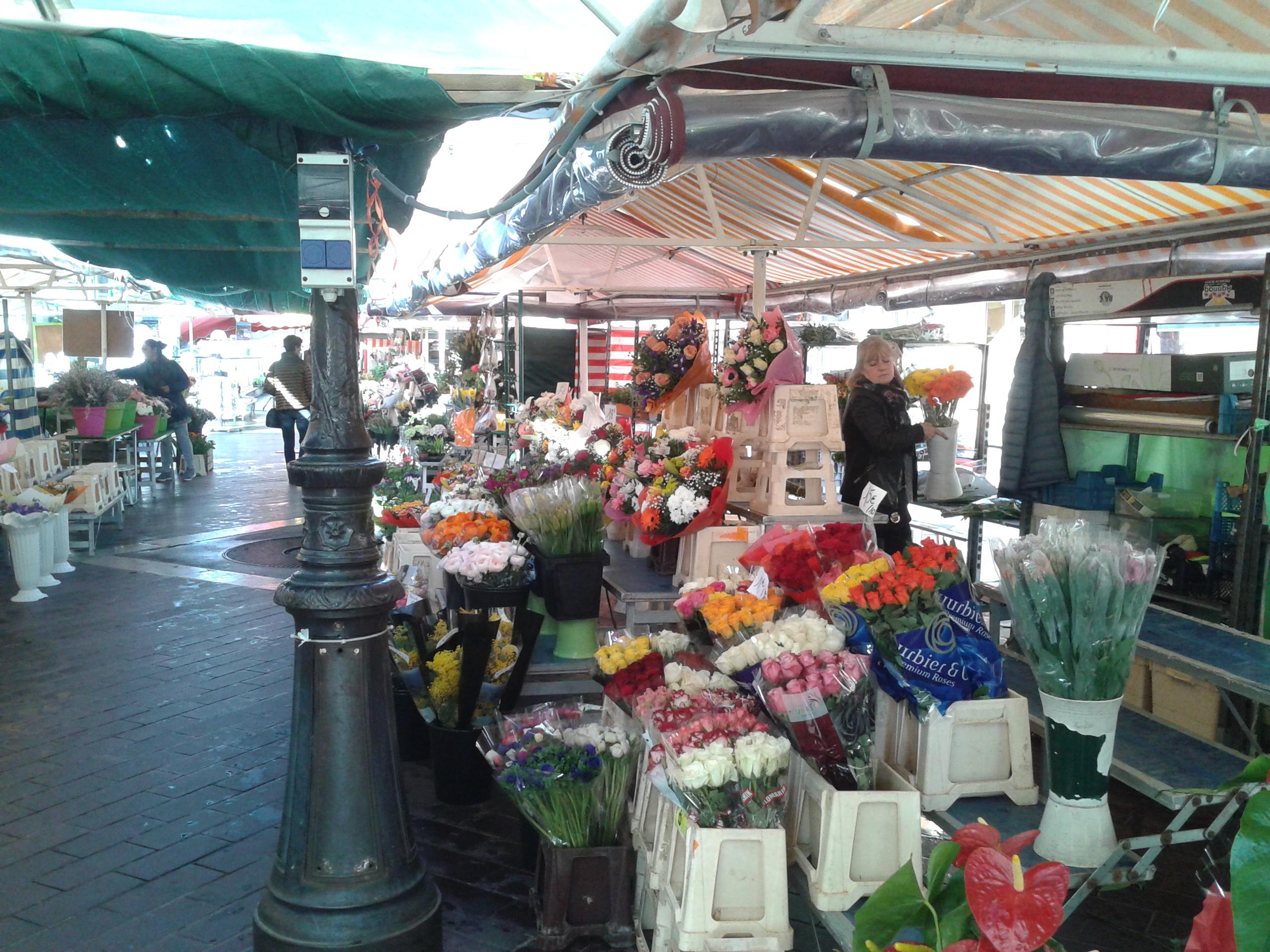 Mercato dei Fiori di Nizza: un'oasi di colore nel cuore della città