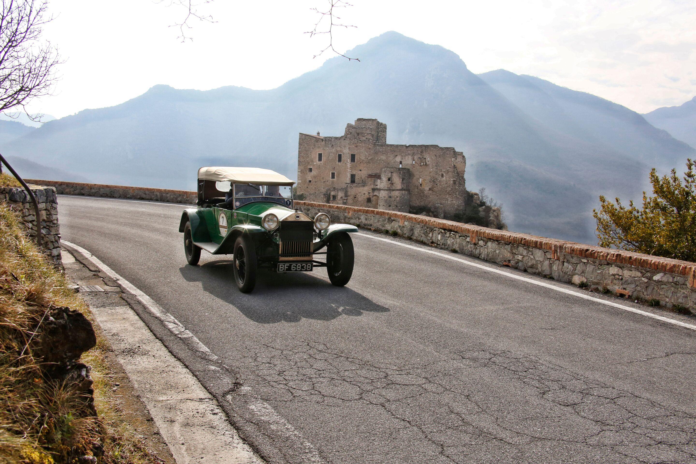 Coppa Milano-Sanremo, una classica d'altri tempi per auto senza tempo