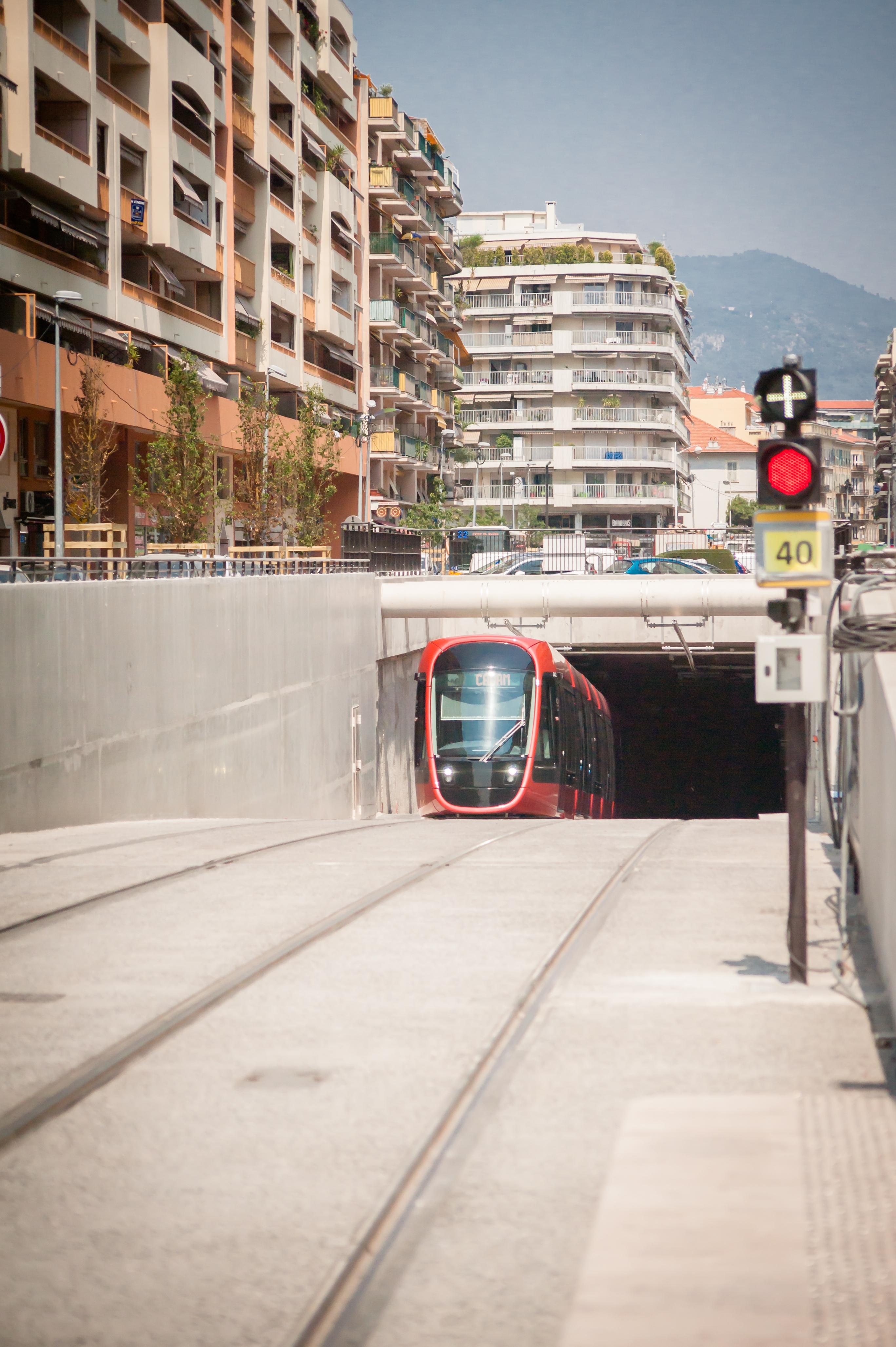 Tram linea 2 a Nizza - Foto di Antonella Fava