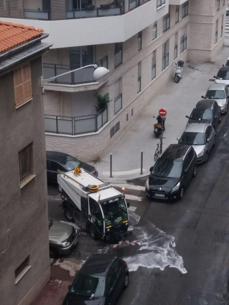 Lavaggio e disinfezione strade (ph. Anna Ciotti Sala)