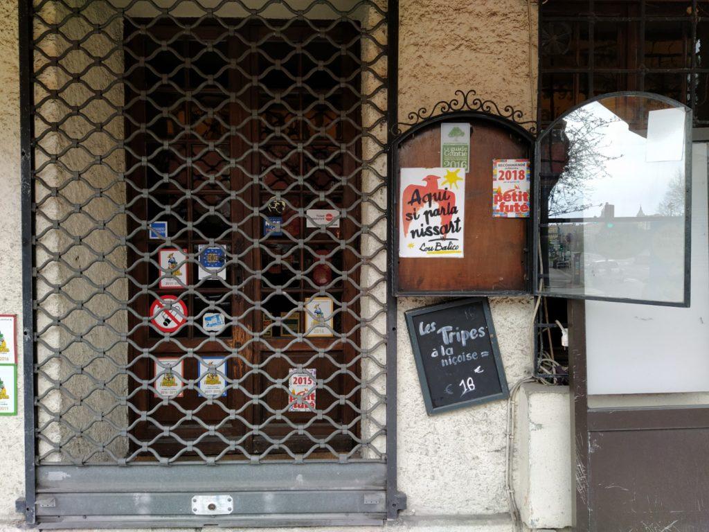 Un ristorante tipico nizzardo chiuso (ph. Giovanni Gugg)