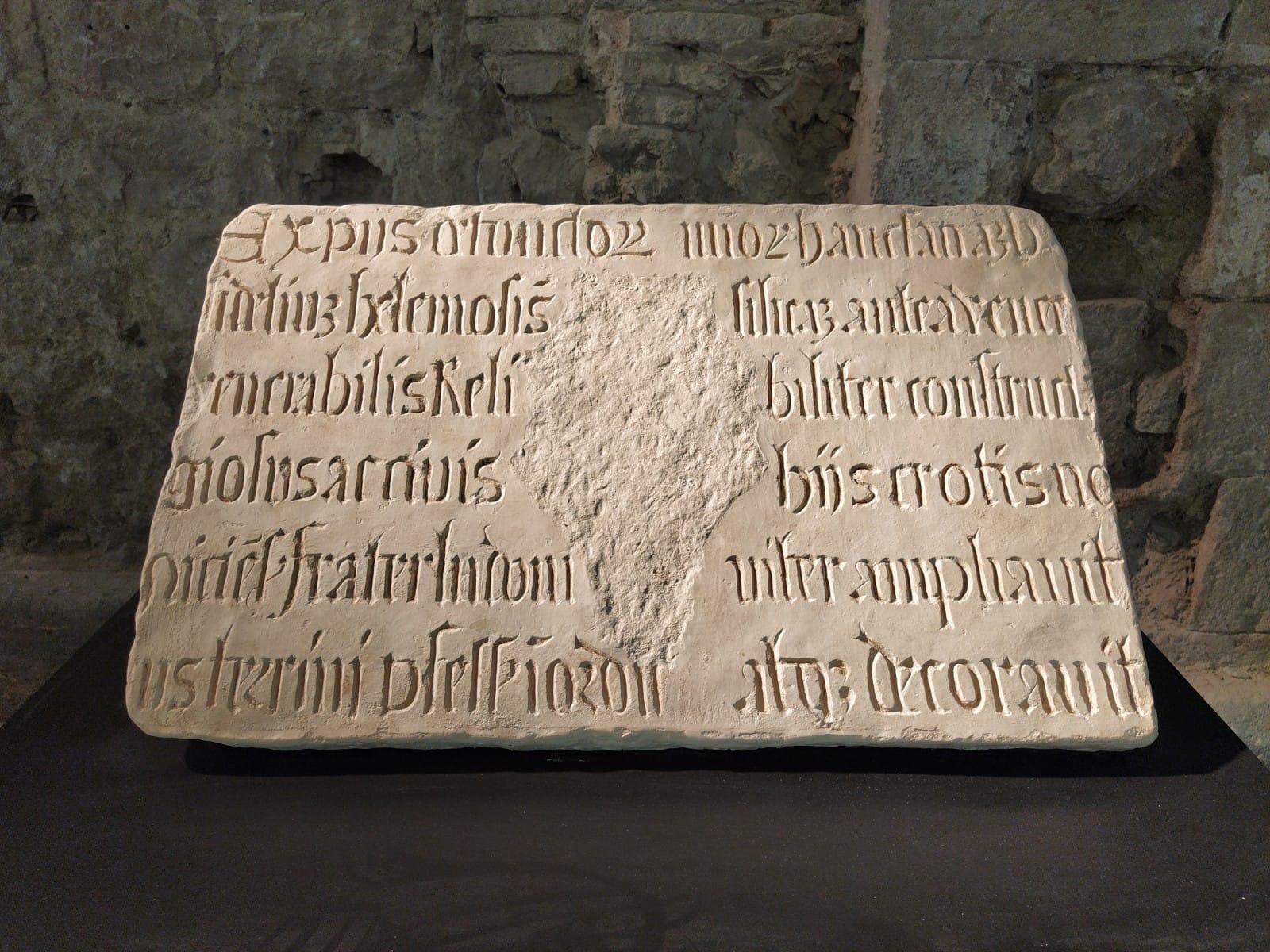 Un'inscrizione ritrovata all'interno del complesso di Saint-François a Nizza (ph Giovanni Gugg)